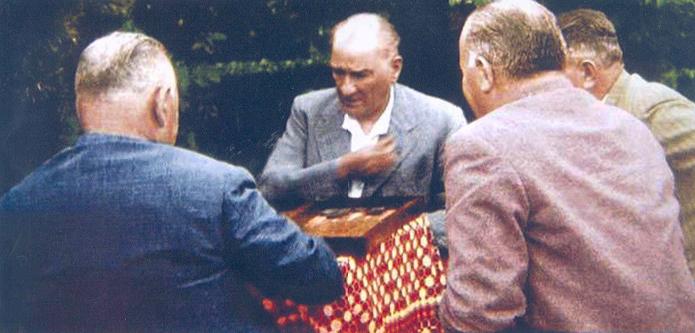 Atatürk Tavla Oynarken - www.turkosfer.com