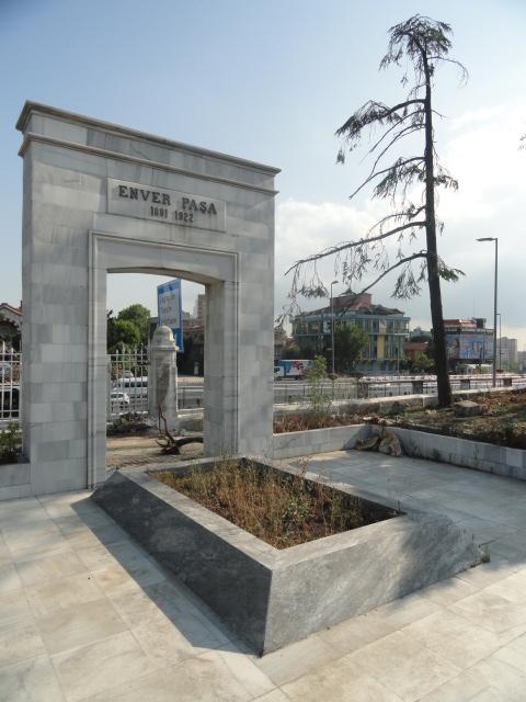 Enver Paşa'nın Şişli Abide-i Hürriyet'teki mezarı - www.turkosfer.com