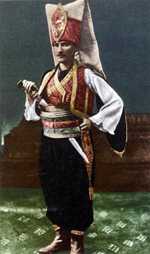 Atatürk Yeniçeri Kıyafetiyle - www.turkosfer.com